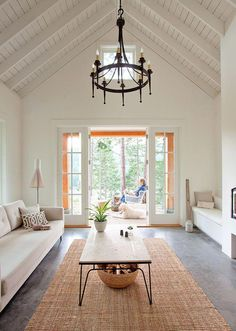 This ceiling & paint color / Ceiling + Paint: Living Rm White Walls - Simply White - Benjamin Moore Paints Cozy Living Rooms, Home And Living, Living Spaces, White Rooms, White Walls, Coastal Bedrooms, Coastal Homes, Salons Cosy, Benjamin Moore Colors