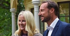NEWMYROYALS & HOLLYWOOD FASHION: Prince Haakon and Princess Mette Marit visits the Summer Library