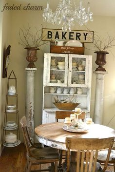 Cottage Decorating Ideas - take the tour of this charming | http://bakeryanibal.blogspot.com