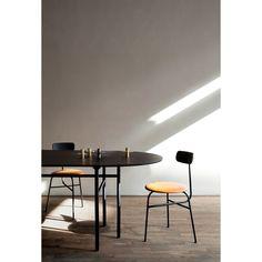 Afteroom stol 3 fra Menu, designet af Afteroom. En stilren, trebenet stol med originelt design. Stol...