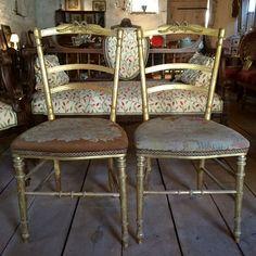 Paire de chaises légères Napoleon III. - http://www.lesbrocanteurs.fr/annonce-antiquaire/paire-de-chaises-legeres-napoleon-iii/
