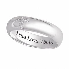 This elegant silver 'true love waits' ring features a cross of cubic zirconia around the outside for a reminder. It also features the phrase 'True Love Waits' inscribed inside. This ring is perfect for any couple who wants to show their love.