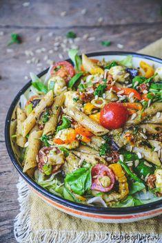 De allerlekkerste pastasalade maak je zo - It& a food life dinerrecipes Veggie Recipes, Salad Recipes, Vegetarian Recipes, Healthy Recipes, I Love Food, A Food, Good Food, Best Pasta Salad, Happy Foods