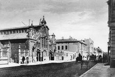 1800-1900-luvun vaihteessa uutukaisen kauppahallin naapurina oli Pohjoismaiden osakepankki. Hallin päätyseinässä oli kaksi kaunista kaasulyhtyä: sähköt halli sai vasta 1930-luvulla. TS Arkisto.