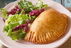 Pizza Pockets This is an adopted recipe! These freeze well, great for OAMC! Cheesy Recipes, Pizza Recipes, Appetizer Recipes, Cooking Recipes, Dinner Recipes, Delicious Appetizers, Snacks Recipes, Bread Recipes, Yummy Recipes