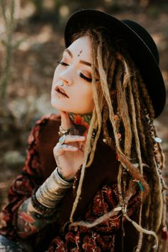 Find your soul design. Dread Hairstyles, Fashion Hairstyles, Dreadlocks Girl, Grace Neutral, Beautiful Dreadlocks, Science Tattoos, Soul Design, Digital Art Girl, Nature Tattoos