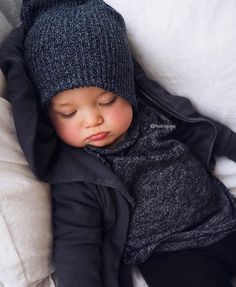 Excellent baby arrival tips are offered on our web pages. Check it out and you wont be sorry you did. So Cute Baby, Baby Kind, Cute Kids, Cute Babies, Outfits Niños, Cute Baby Boy Outfits, Little Boy Outfits, Cute Baby Clothes, Baby Boy Fashion