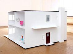 Une maison de poupée design par Arne Jacobsens - par espritdesign