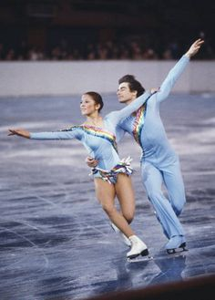 Tai Babilonia and Randy Gardner, heartbreak of the 1980 Olympic Games. (Forced to withdraw to Gardner's injury). Tai Babilonia was the first biracial figure skater to win a World/ US championship. Pairs Figure Skating, Figure Skating Outfits, Figure Skating Costumes, Olympic Sports, Olympic Games, Eislauf Outfits, Us Championship, Dresses Elegant, Ice Skaters