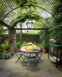 Would love breakfast in this little hideaway! Photographer Paul Costello
