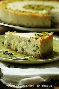 Cremiger Limetten-Pistazien-Cheesecake