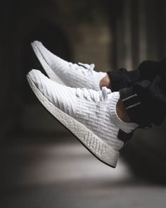 Need Sneakers? You're not alone if getting the latest sneakers scares you. Not everyone knows how to make a smart sneaker purchase. This article should make things easier Addidas Sneakers, Casual Sneakers, Sneakers Fashion, Casual Shoes, Fashion Shoes, Puma Sneakers, Adidas Shoes, Mens Fashion, Tenis Nmd