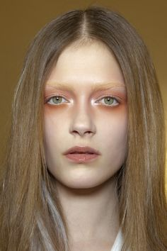 Valentino Spring 2010 - Backstage orange eye