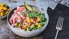 Bowl med blomkålris, reker og mango Scampi, Cobb Salad, Sushi, Chili, Mango, Food And Drink, Mexican, Dinner, Ethnic Recipes