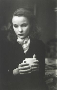 Saul Leiter - Jean with cup, 1948