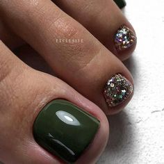 Amazing Toe Nail Colors To Choose In 2019 - ❙ Beauté et Maquillage ▕ - Nageldesign Green Toe Nails, Pretty Toe Nails, Cute Toe Nails, Fall Toe Nails, Black Toe Nails, Pretty Pedicures, Toe Nail Color, Toe Nail Art, Nail Colors