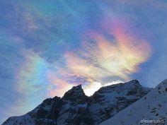 Montagnes suisses, l'ancrage et le centrage tout en couleur, arc-en-ciel!