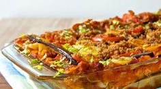 Lasagne ohne Fleisch ist mit Gemüse ein echter Genuss. Die knusprigen Brösel verleihen der Lasagne ein Extraportion Crunch - ganz schön lecker!
