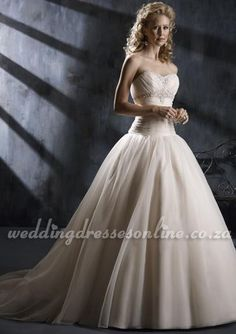 Organza Strapless Sweetheart Ball Gown Bridal Wedding Gown. $456