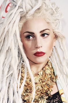 Gaga with dreads Dreads, Blond, The Fame Monster, Lady Gaga Pictures, Hollywood Celebrities, Queen, Pretty Woman, Beyonce, Beauty Women