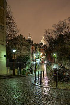 Road to Sacre Coeur, Montmartre Parecido a la Boca. La noche, el adoquin..Muy buedno para un cuadro