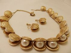 Marvella Gold Tone Clam Shell Necklace and by TheJewelryCabinet