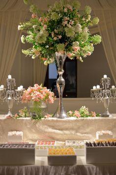 10 ideas para la mesa de dulces de tu boda.  #Matrimoniocompe #Organizaciondebodas #Matrimonio #TipsNupciales #CaminoAlAltar #MatriPeru #BodaPeru #DecoracionDeMatrimonio #DecoracionConFloresParaBodas #CentroDeMesaBoda #CandyBar #MesaDeDulces Bar, Candy, Table Decorations, Home Decor, Bridal Fashion, Wedding Centerpieces, Sweet, Homemade Home Decor, Caramel