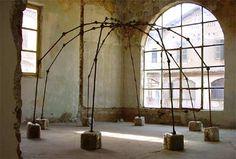 mario merz / igloo Giuseppe Penone, Eva Hesse, Italian Artist, Zoro, Art Studios, Installation Art, Pergola, Arbors, Sculpture
