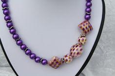 #Schmuck #Kette #Halsschmuck #Raute #lila  Hier aus meiner Ketten-Edition ein zauberhaftes Unikat in lila. Ich habe Perlen in lila mit gewellten Trennscheiben mit einer schönen Struktur aus...