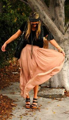 love the hippie look: high-waisted maxi skirt with the headband <3