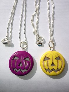 Jack-O-Lantern Necklace  Customize your look with your choice of carved stone Jack-O-Lantern pendant and sterling silver plated chain. It cant get any easier! Personalize with the addition of an initial charm or another charm (send me a message to discuss options and price).  Choose from: Jack-O-Lantern: Red, Pink, Orange, Yellow, Blue, Purple, White Chain: Ball, Figaro, Snake, Ball Tube  Chains differ in length, some are 18 1/4 l and others 18 1/2 l. Pendants Measure 1 3/8 l.  This piece…