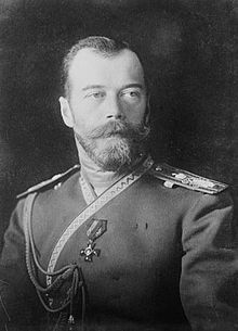 Tsaar Nicholaas II was de tsaar van Rusland, Hij werd afgezet als tsaar door het volk van Rusland omdat zij geen oorlog meer wilden voeren. Uiteindelijk werd hij vermoord.