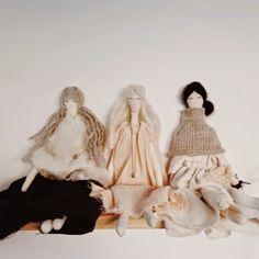 Alessandra Taccia  je Italka, žijící od roku 2000 v Anglii. Aby zpracovala deprese z přesunů do práce, začala se věnovat práci s textiliemi,...