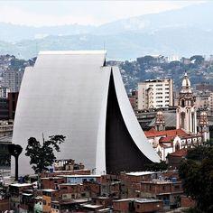 El Panteón acorralado #ElNacionalWeb #instalike #instadaily #instamood #instagood #instacool #instahub #instavzla #instavenezuela #instapic #instafoto #photography #photooftheday #picoftheday #foto #photographer #igers #igersvzla #igersvenezuela #igersven #iv_zeuscronos #Zeuscronos #Venezuela #Vzla #Caracas