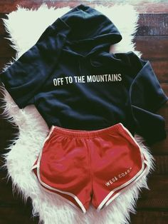 Off to the Mountains Sweatshirt Chill Outfits Mountains sweatshirt Lazy Outfits, Trendy Outfits, Cute Outfits, School Outfits, Lazy Day Outfits For Summer, Teen Winter Outfits, Spring Outfits, Outfit Goals, My Outfit