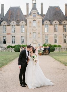 French Chateau Wedding with an Organic Twinkle Lit Tablescape Lilac Wedding, French Wedding, European Wedding, Wedding Trends, Wedding Venues, Wedding Ideas, Wedding Ceremony, Wedding Planning Guide, Event Planning