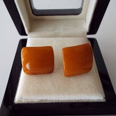 Excited to share the latest addition to my #etsy shop: Vintage 1940's Butterscotch Bakelite Screw Back Earrings http://etsy.me/2Cp2gba #jewellery #earrings #screwbackearrings #vintageearrings #1940searrings #bakeliteearrings #vintage #swing #wartime