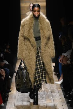 Michael Kors OFF!>> Michael Kors Collection Fall 2020 Ready-to-Wear Collection - Vogue New York Fashion, Runway Fashion, High Fashion, Fashion Show, Mens Fashion, Fashion Design, Fashion Today, Fall Fashion, Fashion Outfits