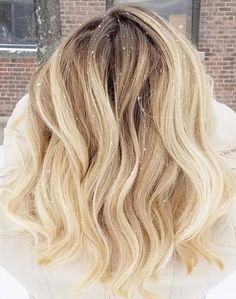 Browse for amazing ideas of root blonde balayage hair colors and highlights to sport in 2018. Wear this beautiful hair colors with various types of hair lengths to make you look cool and cute. This is one of the balayage hair colors which is much famous among fashionable ladies in 2018.
