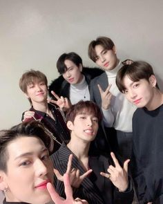 BTS Jungkook with Bambam & Yugyeom, Seventeen Mingyu, & DK. My multi-fandom heart is exploding 💜💚 Woozi, Wonwoo, Jeonghan, Jung Kook, Jung Hyun, Yugyeom Jungkook, Bts Jungkook, Got7 Bambam, Kim Yugyeom
