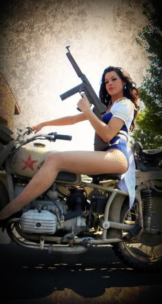 Military Truck Show - Pin up harley girls - www.Rgrips.com