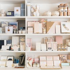 There's still nothing like giving or receiving a card in the mail! So, the ladies of Sugar Paper are sharing 5 occasions to always send a card. Boutique Interior, Showroom Interior Design, Retail Interior, Stationary Shop, Stationery Store, Stationary Design, Merchandising Displays, Store Displays, Retail Displays