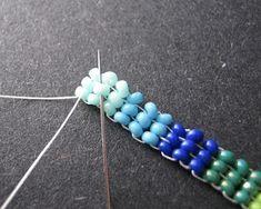Flat Herringbone Step Up Technique Seed Bead Jewelry Tutorials, Beaded Jewelry Designs, Beading Tutorials, Beaded Jewellery, Herringbone Stitch, Jewellery Storage, Seed Beads, Jewelry Making, Hair Accessories