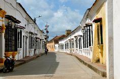 Colombia - Santa Cruz de Mompox, llamada también Mompox o Mompós, es un municipio en el departamento de Bolívar.