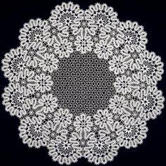 Красивые кружевные салфетки для сервировки стола. Lace Weave, Lace Art, Bobbin Lace Patterns, Bruges, Lace Knitting, Black Rings, Weaving, Embroidery, Ballerina Dress