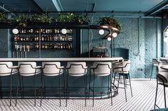 Australian based design studio Biasol has recently completed Greenwich Grind, a modern restaurant that's located in London, England. Modern Restaurant, Cocktail Restaurant, Cafe Restaurant, Restaurant Lighting, Alexander Koch, Living Colors, Café Bar, Restaurant Interior Design, Cocktail Bar Interior