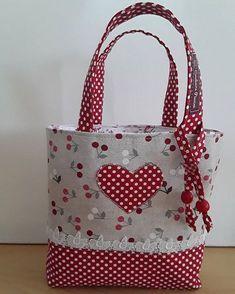 handmade handbags and purses Patchwork Patterns, Patchwork Bags, Bag Patterns To Sew, Quilted Bag, Crazy Patchwork, Tote Pattern, Doll Patterns, Handmade Handbags, Handmade Bags