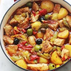Chicken with peppers and melted potatoes in tomato sauce – Culinary Cooking Source Cooking Chef, Batch Cooking, Cooking Recipes, Healthy Recipes, Chicken Stuffed Peppers, Stuffed Sweet Peppers, Tomato Sauce Chicken, Sauce Tomate, One Pot Meals
