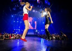 Taylor Swift  BOTH IN MID-AIR!!! Fangirled soo hard
