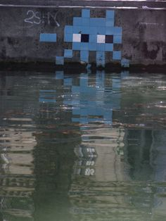 space invader... canal st martin :)